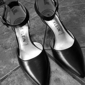 Black point toe heel
